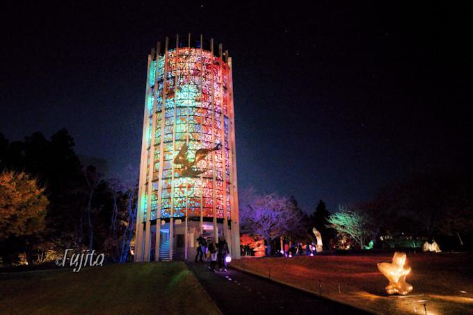 シンフォニー彫刻が発光する塔に大変身!
