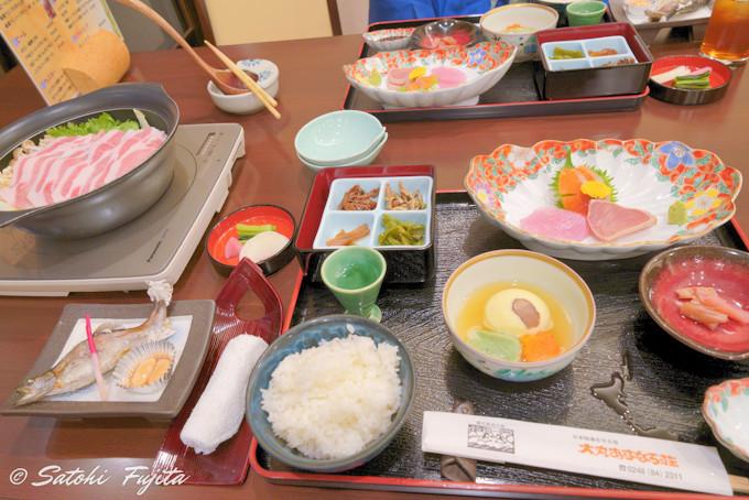 秘湯とは思えない食事!充実した料理と器の豪華さに大満足