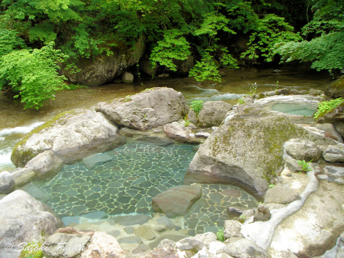 秘湯の四季を実感!心身ともに深く癒やされる露天風呂