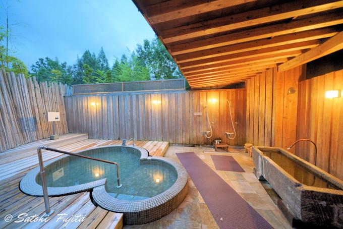 丘の上の貸切露天風呂から由布岳を一望!