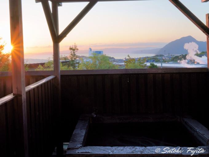 部屋の露天風呂で別府を代表する美人湯を堪能!