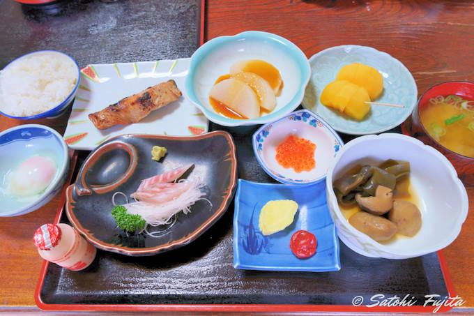 鮮魚商も営む宿の海鮮料理に大満足!