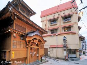 野沢温泉「常盤屋旅館」は大湯に隣接!創業380年の老舗宿