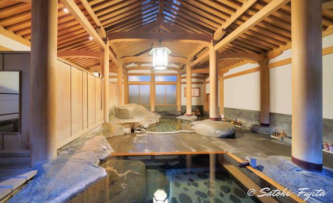 天平風呂は日本画家が設計!芸術的な風情の温泉