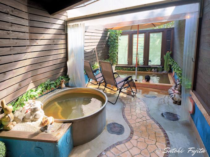 グランピングで源泉かけ流し露天風呂付きは日本初!