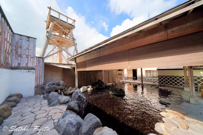 玉峰館の露天風呂は、観光名所の大噴湯を一望可能!