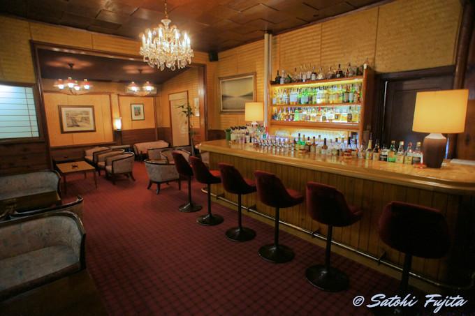 バーの雰囲気が素敵!万平ホテルは夜が似合う