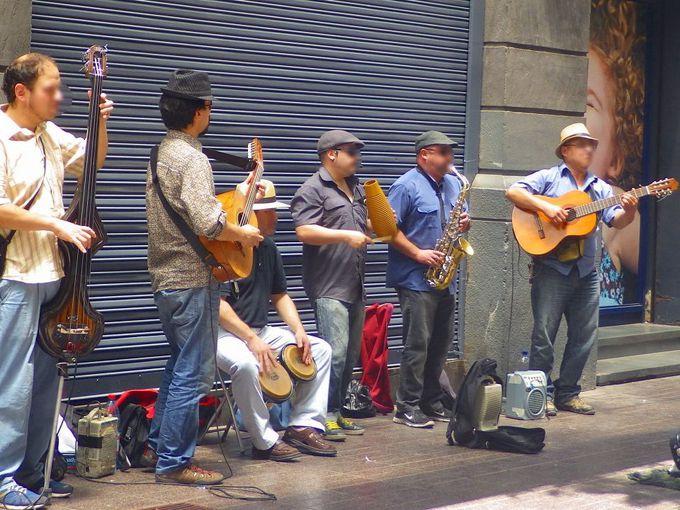 サンティアゴ旧市街は、毎日がお祭りムード!