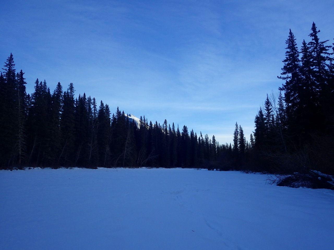凍った湖を歩いてみよう!バーミリオン湖とその周辺