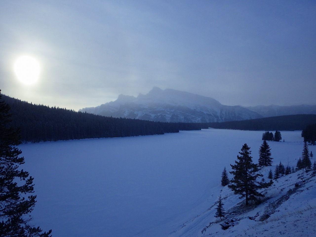 少し足を延ばして、氷結したトゥージャック湖とジョンソン湖にも立ち寄ってみよう