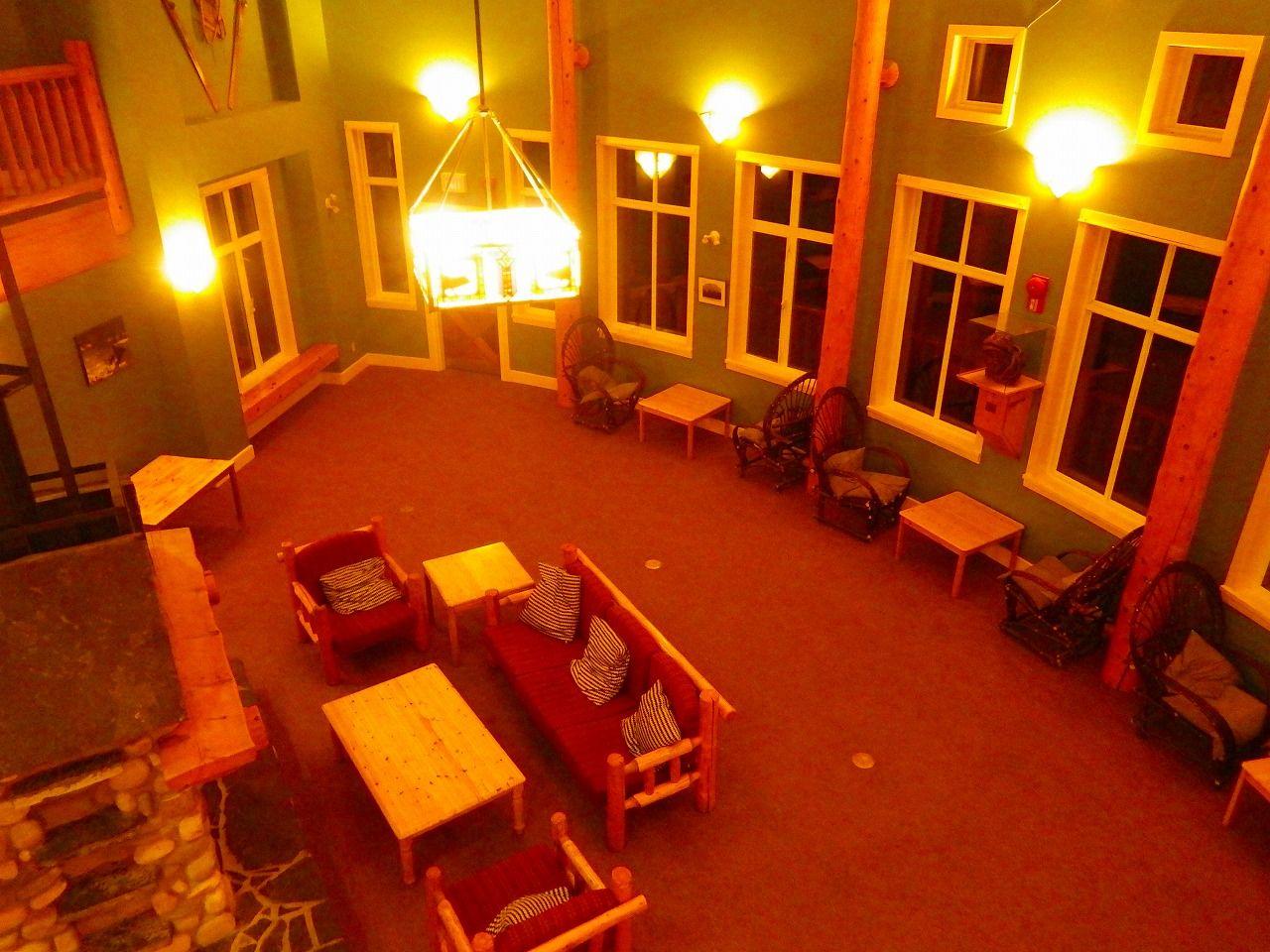 暖炉のある大広間をはじめとした充実の共用スペース