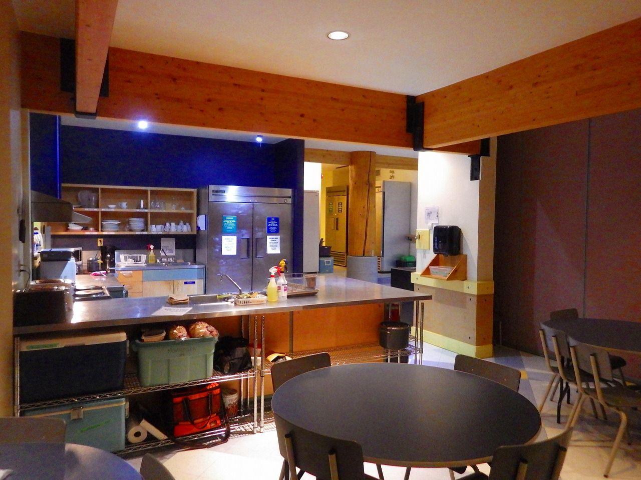 長期滞在型に有難い、厨房並みのキッチンと冷蔵庫