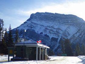 真冬のカナダ!世界遺産の町バンフで−30度の極寒キャンプ