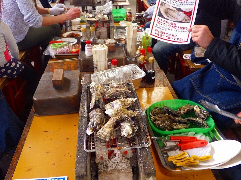 カキの本場広島では、ぜひ!焼きガキをセルフ式で