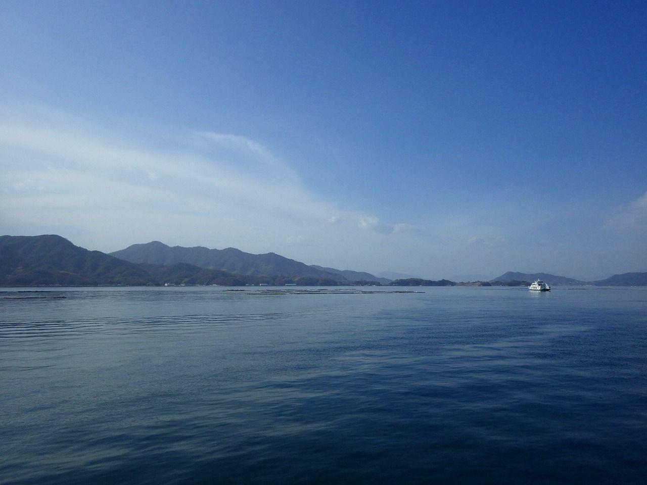 公園のすぐ目の前は、瀬戸内海!島への船も出ています!