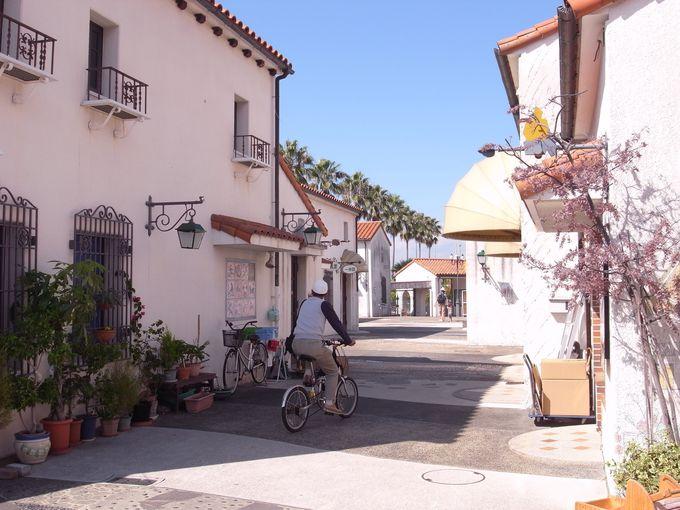 閉園後も残された美しいスペイン風の町並み