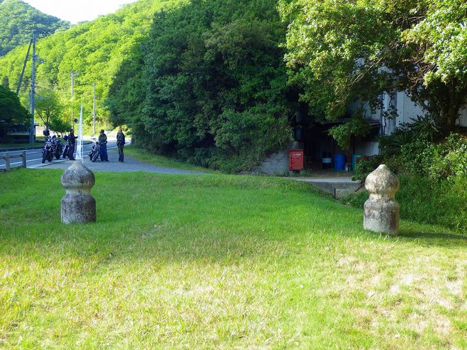地中に埋まった江戸時代の面影。旧閑谷学校石門の神秘