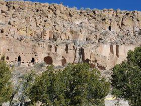 断崖絶壁の廃墟!「プエ・クリフ」はアメリカ国定歴史記念物