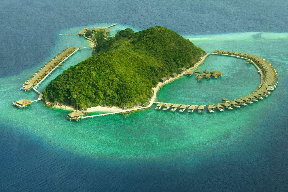水上ヴィラが並ぶ、究極の1島1リゾート!