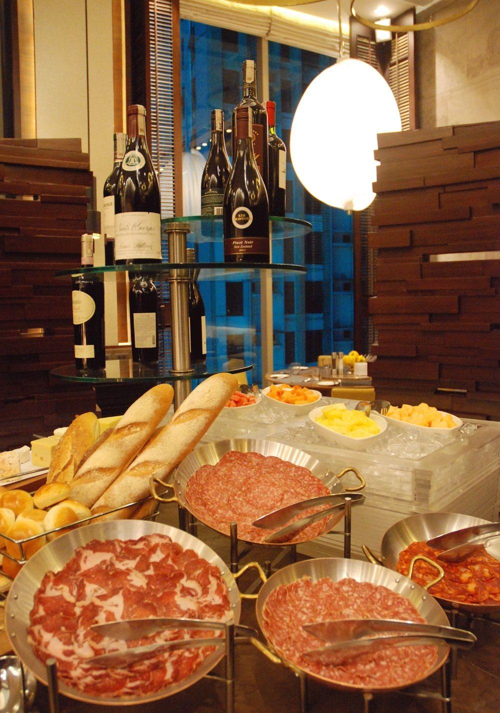 各国料理が集う、充実のレストラン