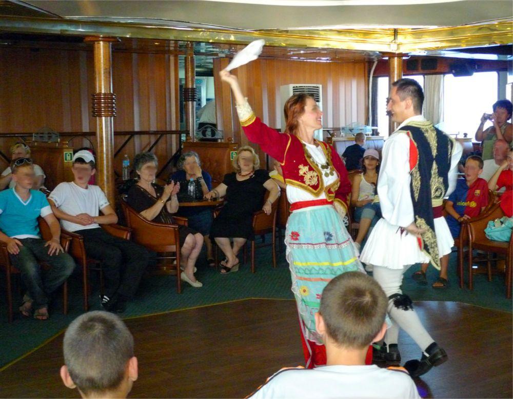 ギリシャ料理に民族舞踊ショーを堪能!