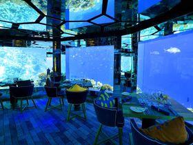 海中レストランにバスタブ!?モルディブの「アナンタラ・キハヴァー」で極上の滞在を