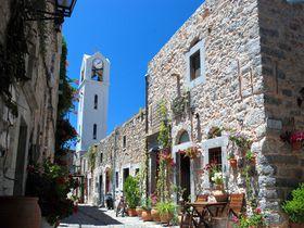 エーゲ海のヒオス島だけで採れる神の涙?! 石壁に囲まれた要塞の村へ