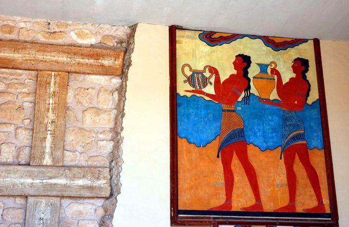 必見! 色鮮やかな壁画の数々
