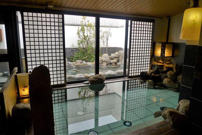 天然温泉の露天風呂でゆったり気分に浸ろう