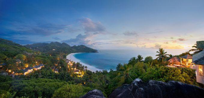 インド洋を見下ろす丘の斜面に広がる、究極のリゾート