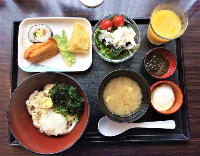 ご当地料理が楽しめる朝食ビュッフェが人気