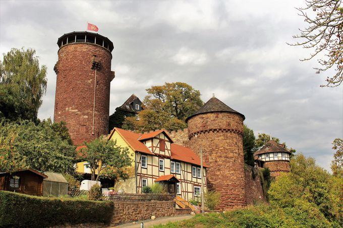 あの『ラプンツェル』の塔を彷彿させる古城ホテルへ