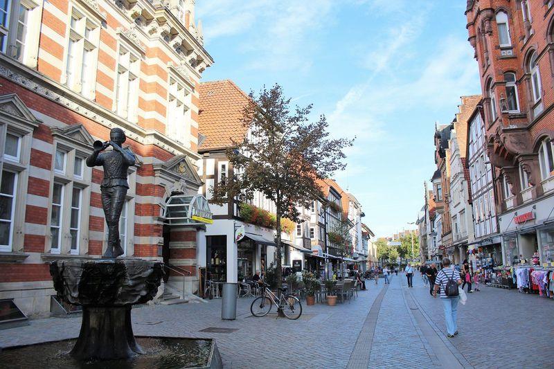 『ハーメルンの笛吹き男』で知られるドイツ伝説の町へ