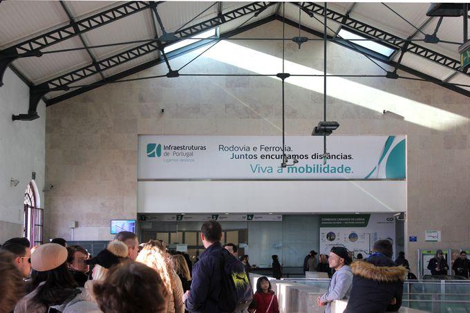 シントラへはリスボンロシオ駅から出発