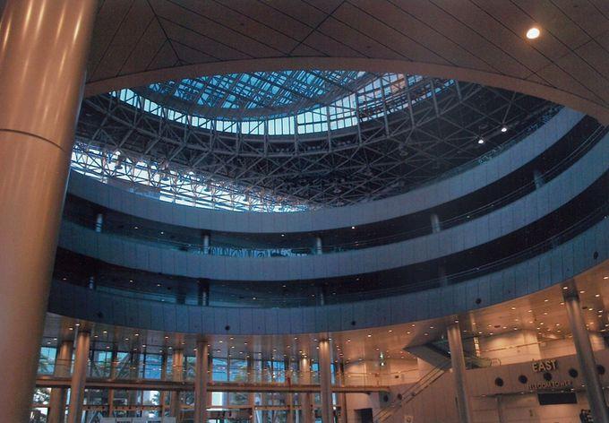 最初に見惚れるのは建築物自体の美しさ