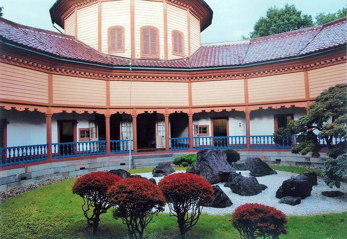 斬新な擬洋風建築と日本庭園とのコラボレーション「旧済生館本館」