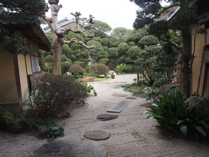 出雲独自の様式を伝える庭園
