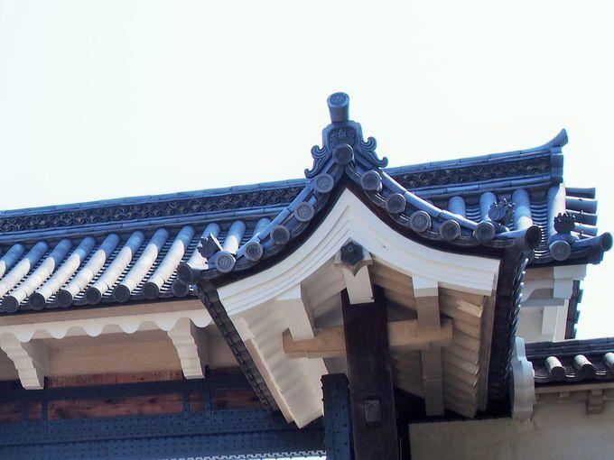 空堀と門の家紋が気になる「桜門」