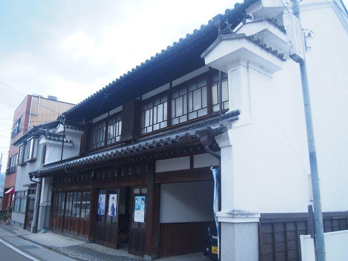 徳島の軒下に見る建築の粋「うだつの町並み」