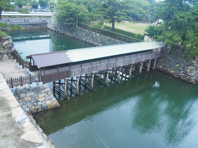 二の丸と本丸を結ぶ唯一の木橋「鞘橋」
