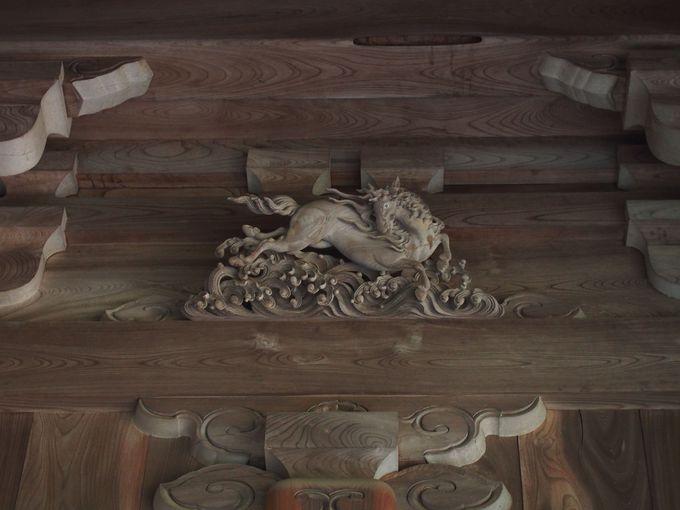 太子堂は蟇股彫刻も必見です。