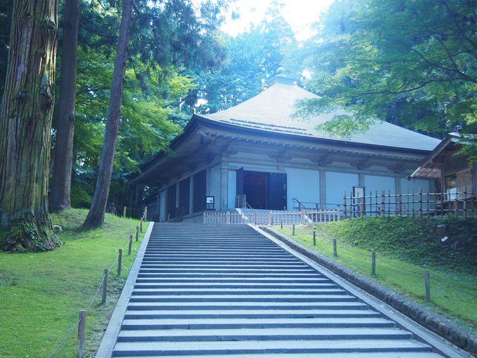 中尊寺唯一の現存にして、平泉の象徴「金色堂」