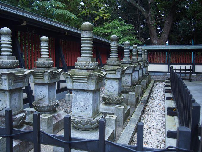 瑞鳳殿の両脇には「殉死者供養塔」