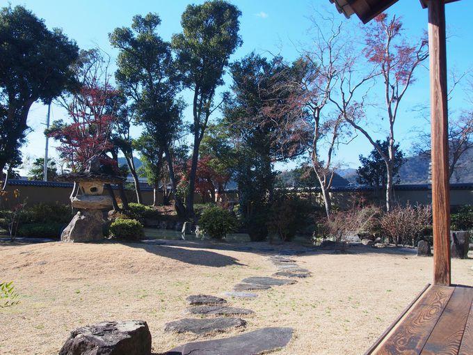 表座敷から望める池泉回遊式庭園
