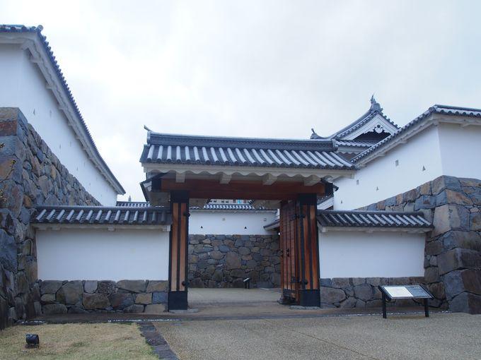 復元された城内への虎口「山手御門」