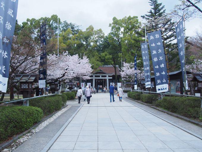 武田神社の境内はかつての中曲輪