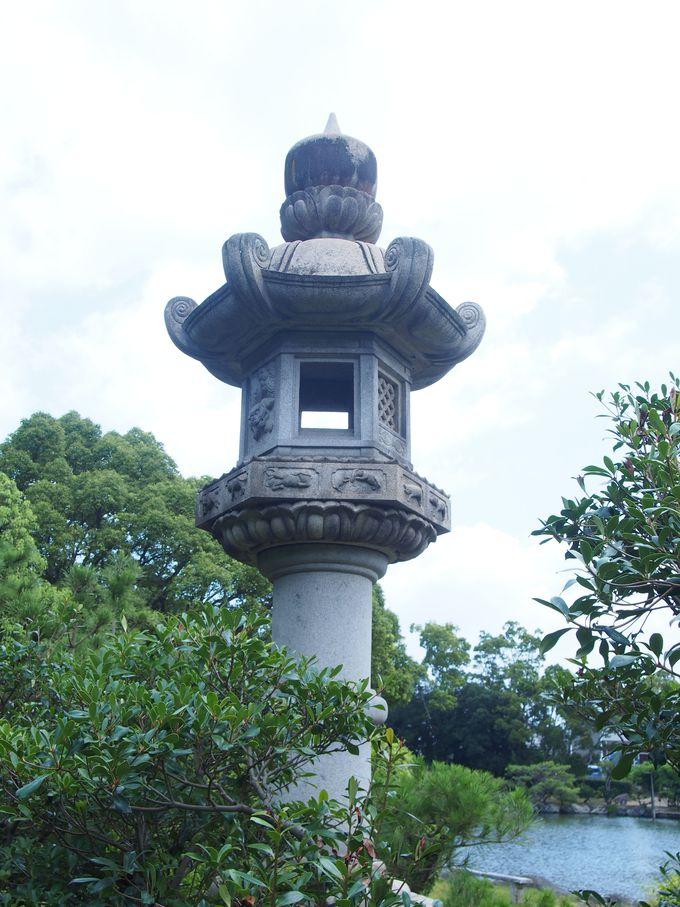 擬石と多彩な石灯籠