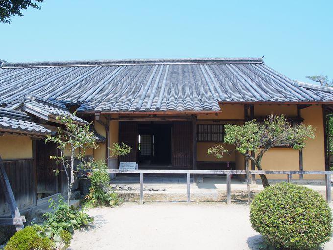 独特な両袖瓦の瓦葺き「旧目加田家住宅」