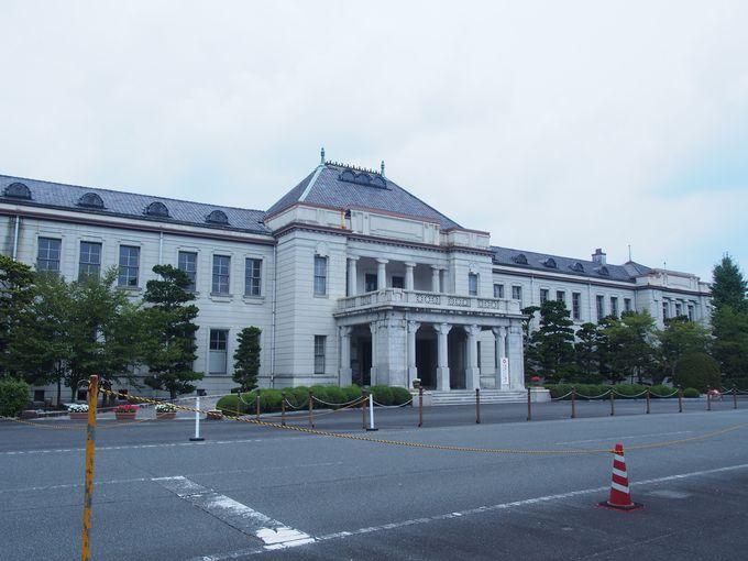 ルネサンス様式に紛れるインド風の柱「山口県旧県庁舎」
