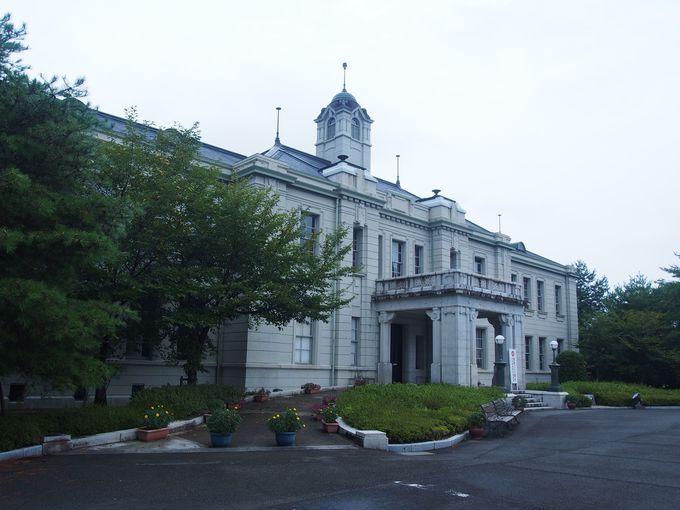 スタイリッシュな「山口県旧県会議事堂」